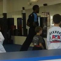 Foto tomada en ATA Karate por Beth S. el 8/11/2014