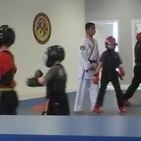 Foto tomada en ATA Karate por Beth S. el 9/19/2014