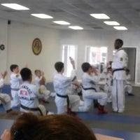 Foto tomada en ATA Karate por Beth S. el 9/4/2014