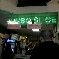 Снимок сделан в Jumbo Slice Pizza пользователем Laura D. 4/26/2013