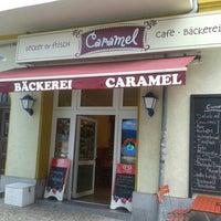 Das Foto wurde bei Caramel Café Bäckerei von Frank D. am 7/13/2013 aufgenommen