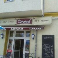 Das Foto wurde bei Caramel Café Bäckerei von Frank D. am 5/3/2013 aufgenommen