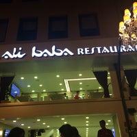 Foto tomada en Ali Baba Restaurant & Nargile por Z.z el 7/9/2014