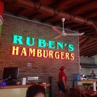 7/13/2015にB.lo L.がRuben's Hamburgersで撮った写真
