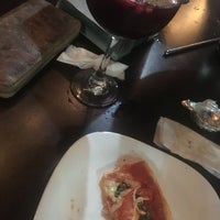 Foto tomada en New York Pizza por Karen C. el 6/27/2018