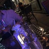Photo prise au Serena's Wine Bar-Cafe par Mi Jin L. le7/4/2015