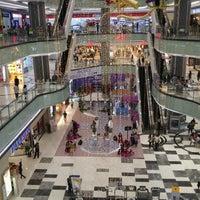 Photo prise au Lippo Mall Puri par Steven H. le9/10/2016