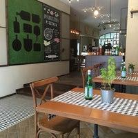 8/29/2016 tarihinde Pınar Ü.ziyaretçi tarafından Double Zero Pizzeria'de çekilen fotoğraf