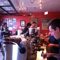 7/21/2013 tarihinde Brick W.ziyaretçi tarafından Bird Rock Coffee Roasters'de çekilen fotoğraf