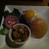 Foto tirada no(a) 80/20 Burger Bar por Tsheilyna T. em 4/14/2013