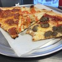Foto scattata a Long Island Mike's Pizza da Sean M. il 8/6/2015