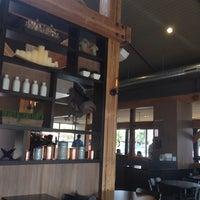 Foto tirada no(a) Specialty's Café & Bakery por Akshay P. em 7/28/2014