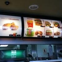 Foto tomada en McDonald's por Sandro A. el 5/18/2013