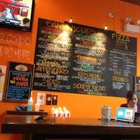Foto tomada en Cheesie's Pub and Grub por Michelle B. el 11/23/2012