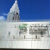 Foto tirada no(a) JR Yoyogi Station por tad u. em 10/20/2012