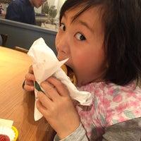 Foto tomada en Freshness Burger por Saeko Y. el 3/11/2018