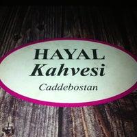 รูปภาพถ่ายที่ Hayal Kahvesi Caddebostan โดย Huriye G. เมื่อ 4/26/2013