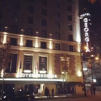 Foto diambil di Rosewood Hotel Georgia oleh Stephane M. pada 10/7/2013