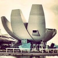 รูปภาพถ่ายที่ ArtScience Museum โดย Hugo C. เมื่อ 9/27/2012