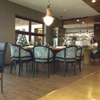 รูปภาพถ่ายที่ Marítimos Restaurante โดย Huayna T. เมื่อ 12/4/2012