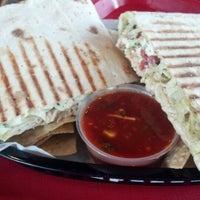 6/10/2013에 H A.님이 Nuvo Burrito에서 찍은 사진