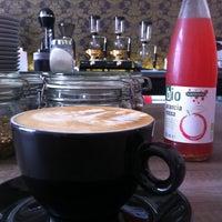 Foto scattata a Coftale Specialty Coffee House da Oana K. il 4/12/2013