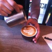 Foto scattata a Coftale Specialty Coffee House da Oana K. il 4/15/2013