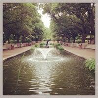 Снимок сделан в Houston Zoo пользователем Tom R. 5/25/2013