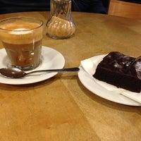 Foto tirada no(a) Milia's Coffee por polakueche em 12/13/2012
