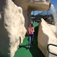 Foto tomada en 76 Golf World por Stephanie K. el 2/18/2014