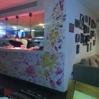 รูปภาพถ่ายที่ Vivid Restaurant & Cafe Lounge โดย Lubna เมื่อ 6/13/2013