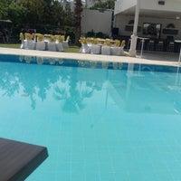 Foto scattata a Lara World Hotel Havuz Başı da Ahmet Beyzade K. il 4/28/2018