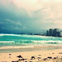 Das Foto wurde bei Forum Beach Club von Myriam M. am 6/2/2013 aufgenommen