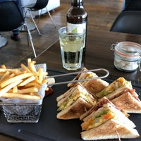 Photo prise au 5th View Bar & Food par Nino M. le4/19/2018