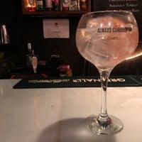 Foto tomada en Ultramarinos Hendrick's Bar por Kyle M. el 6/7/2018