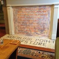 2/24/2014 tarihinde Risha G.ziyaretçi tarafından Roebling Point Books & Coffee'de çekilen fotoğraf