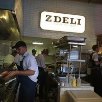 Foto tirada no(a) Z Deli Sandwich Shop por Karina P. em 11/15/2014