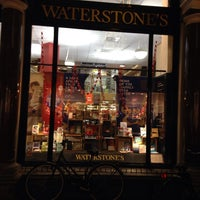 Foto tirada no(a) Waterstones por Techi em 12/12/2013