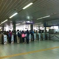 Foto tirada no(a) LRT 2 (Recto Station) por Blu P. em 6/15/2013