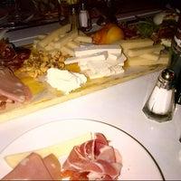 รูปภาพถ่ายที่ 180 Neapolitan Eatery โดย Kalin S. เมื่อ 5/5/2013