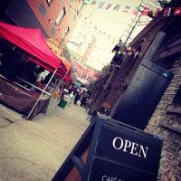 Foto scattata a Maltby Street Market da Andrew S. il 5/18/2013