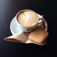 9/28/2012 tarihinde Jed S.ziyaretçi tarafından Bird Rock Coffee Roasters'de çekilen fotoğraf
