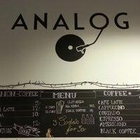 Foto tirada no(a) Café Analog por Kenny M. em 11/1/2012