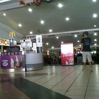 Foto tirada no(a) Araguaia Shopping por A. Amram D. em 1/1/2013