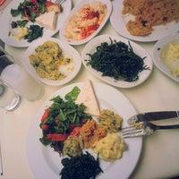 Foto diambil di Abbas Restaurant oleh Yasin A. pada 7/7/2013