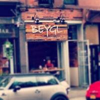 รูปภาพถ่ายที่ Beygl โดย Peter E. เมื่อ 8/19/2013