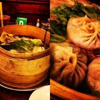 Снимок сделан в Joe's Shanghai 鹿嗚春 пользователем Cirilo R. 6/16/2013