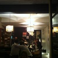 Foto tirada no(a) Aô Sushi Bar por Aurelio F. em 7/20/2013