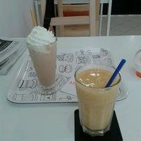 8/11/2013 tarihinde Mari L.ziyaretçi tarafından Estelvic Cafè'de çekilen fotoğraf