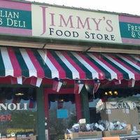 Foto tomada en Jimmy's Food Store por Ryan H. el 4/11/2013